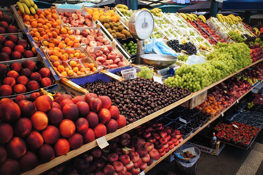 Zakaz handlu w niedzielę odbije się czkawką w poniedziałek. Problem ze świeżymi warzywami i owocami