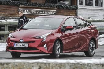 Trzy nagrody dla Toyoty – lidera ekologicznej motoryzacji