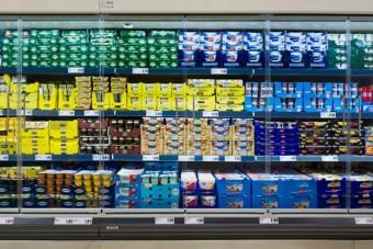 SCHOTT prezentuje wysoko transparentne drzwi do regałów chłodniczych