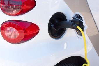 Po polskich drogach jeździ coraz więcej elektrycznych aut