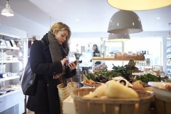 Badanie Mastercard: polscy konsumenci otwarci  na zakupowe rewolucje skracające kolejki do kas