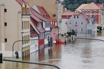 Czy warto ubezpieczyć sklep przed sezonem powodziowym?