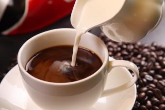 Gorąca kawa ze spożywczego