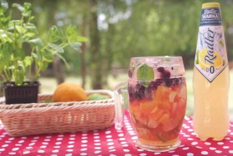 Letnie spotkania z pomysłami Sprytnych Babek. Piknikowe przekąski i orzeźwiające drinki z Warką Radler