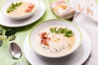 Zupa krem z ciecierzycy marki Halina z chipsami bekonowymi
