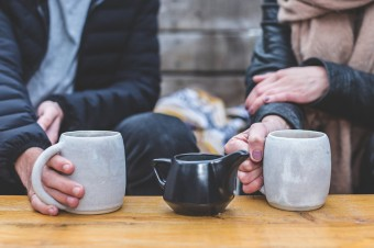 Kawa czy herbata? Który napój wybieramy częściej i w jakich okolicznościach?