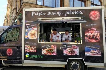 """zlot food trucków """"Żarcie na Kółkach"""" na Stadionie Narodowym w Warszawie"""