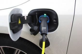 Blisko 12 proc. Polaków realnie rozważa zakup samochodu elektrycznego
