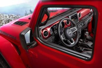Pierwsze zdjęcia wnętrza nowego Jeepa Wranglera