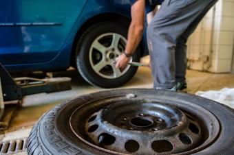 85% kierowców zmieniających opony na zimowe robi to w październiku i listopadzie