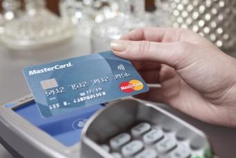 Badanie Mastercard: Polacy chcą płacić kartą
