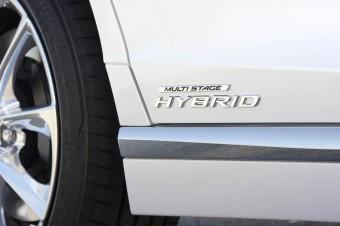 Hybryda z silnikiem twin turbo dla Lexusa LS