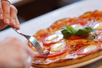 Największe sieci pizzerii w Polsce wycofują jaja z chowu klatkowego