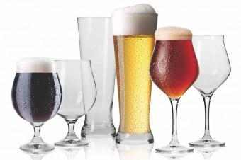 Gorące lato i zimne piwo. Jak dobrać szkło do piwa – poradnik KROSNO