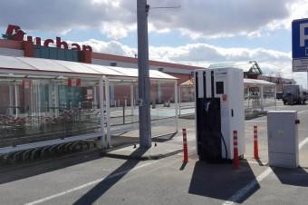 Centrum Handlowe Auchan Swadzim z ładowarką samochodów elektrycznych