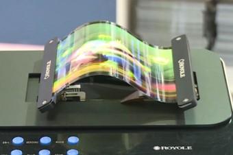 Pierwsze elastyczne wyświetlacze debiutują na rynku w gadżetach do noszenia