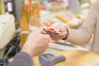 Płatności elektroniczne w każdym sklepie? Potrzeba więcej terminali