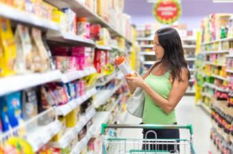 Zakupy żywnościowe robimy mądrzej i ostrożniej. Dostrzegają to duże sieci handlowe