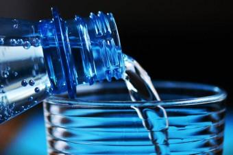 Na co zwracać uwagę wybierając wodę dla dzieci?