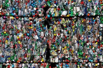 Sektor opakowań będzie musiał znaleźć sposób na recykling odpadów z plastiku