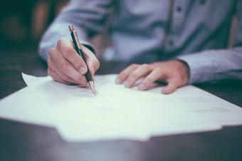 Konsumenci wciąż podpisują umowy, które są dla nich niezrozumiałe
