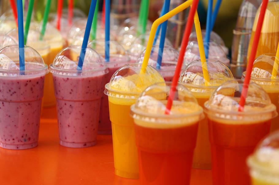 Rząd przyjął projekt nowelizacji VAT dla napojów owocowych