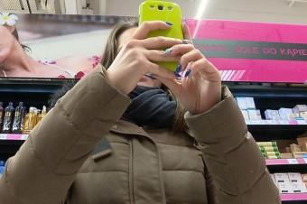 Sprzedawcy rzadziej zakazują robienia zdjęć i skanowania produktów. Ale w sklepach wciąż widać opór