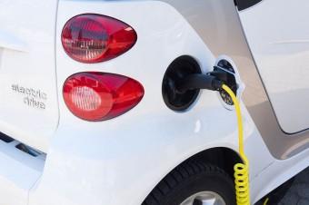 W 2020 roku powinno być w Polsce ponad 120 tys. ładowarek do aut elektrycznych