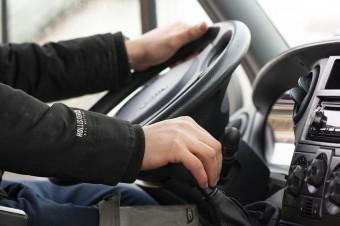 Trudne warunki pracy zawodowych kierowców powoli się poprawiają