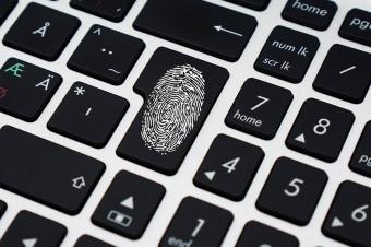 Zmienia się sposób logowania do banków. Po 14 września konieczny będzie odcisk palca albo dodatkowy kod