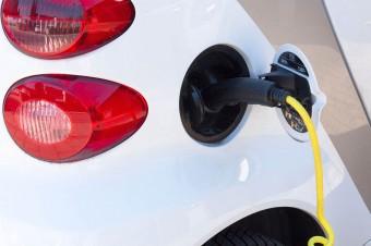 Przy oddziałach ZUS powstaną stacje do ładowania elektrycznych aut