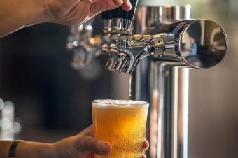 Ponad 90% Polaków deklaruje, że pije piwo. Głównie z alkoholem i jasne