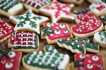 Promocje bożonarodzeniowe w grudniowych gazetkach handlowych