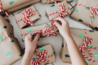 Świąteczne prezenty mogą jeszcze dotrzeć na czas – jak to osiągnąć?