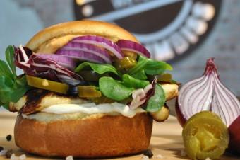 Roślinne burgery podbijają sektor gastronomiczny